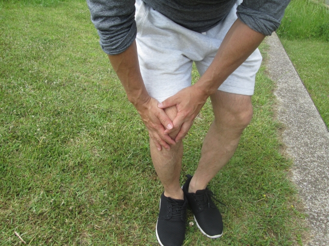 なかなか改善しない…膝に水が溜まりやすい原因とは