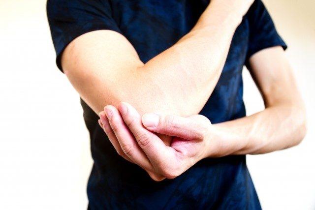 テニス肘のストレッチ方や治療法~肘の痛みなら前橋市・高崎市の L.A. 整骨院・整体院まで